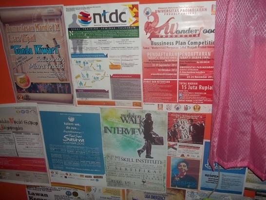 poster bekas hias dinding