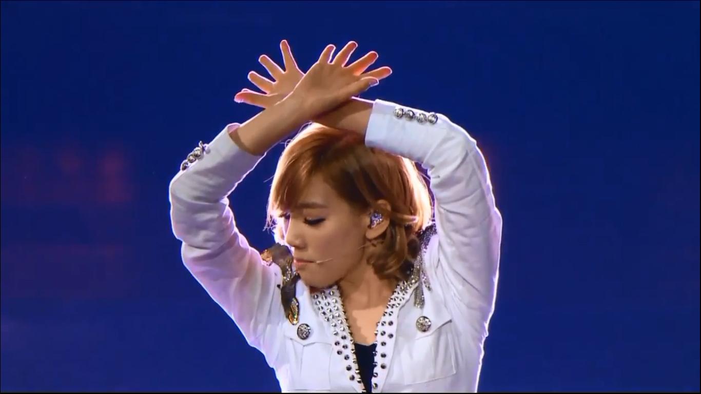 taeyeon genie madison square pose