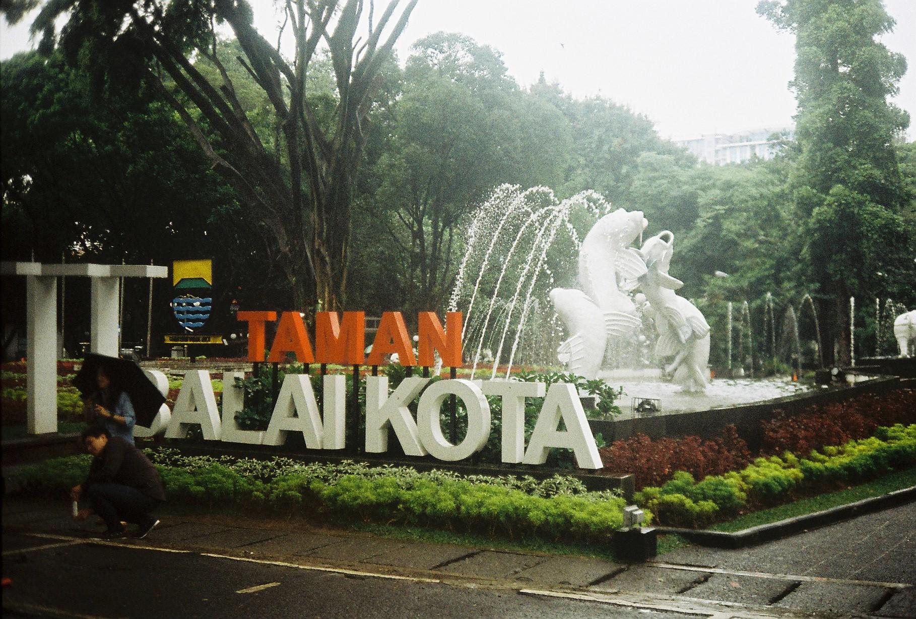 Taman Balai Kota Dari Jalan Kebon Raja Hingga Gembok Cinta