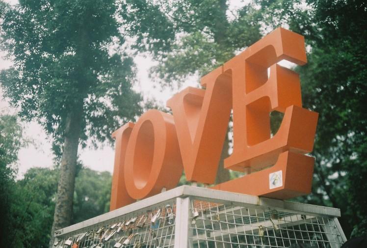 gembok cinta balai kota bandung
