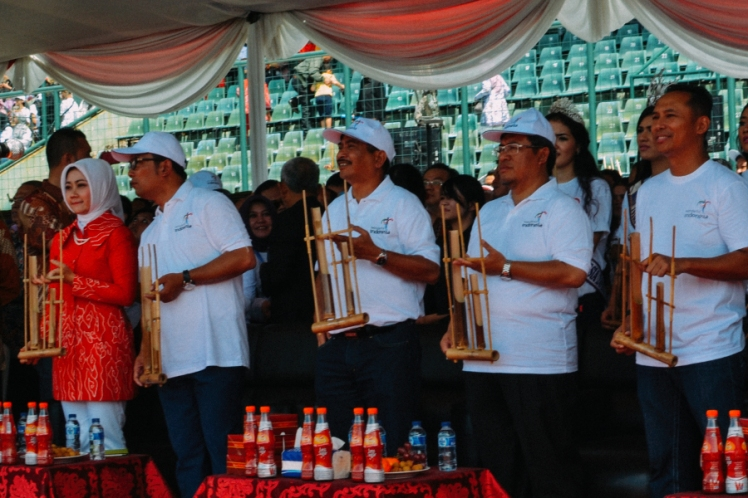 angklung for the world ridwan kamil aher