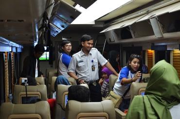 kereta api wisata priority 1