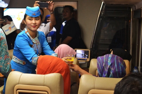 kereta wisata priority pramugari