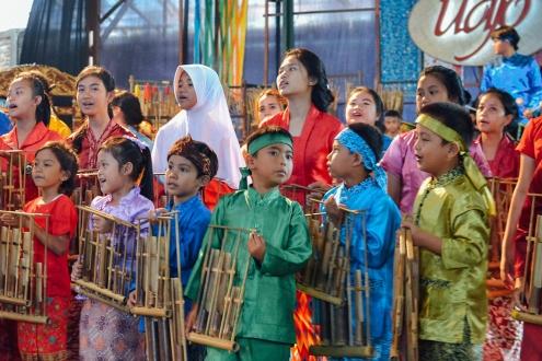 saung angklung udjo pertunjukan bambu anak kecil