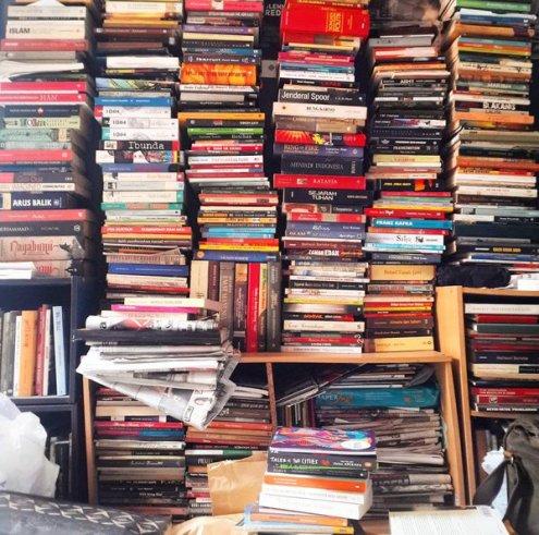 shelfie buku banyak