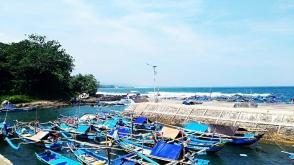 pantai jayanti pelabuhan nelayan perahu